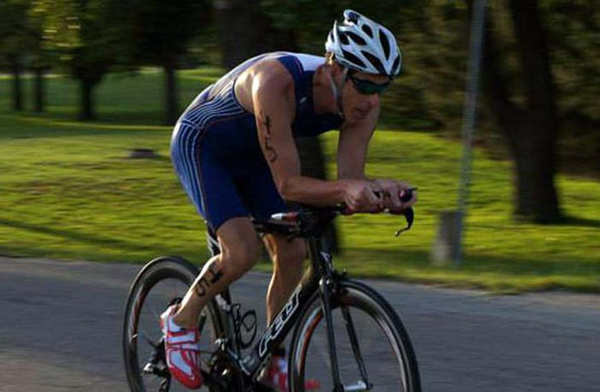 Triatleta triunfa gracias a la espiritualidad