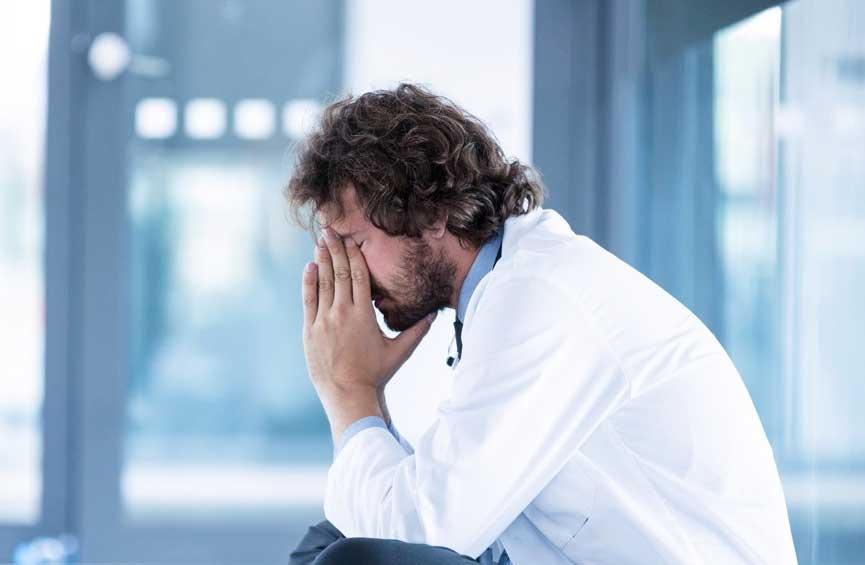Agotamiento y estrés en nuestros médicos